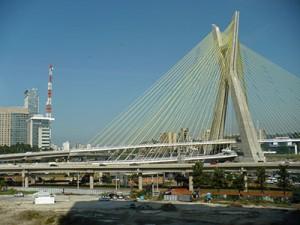 Ponte estaiada de SP é a única com duas pistas em curva no mundo
